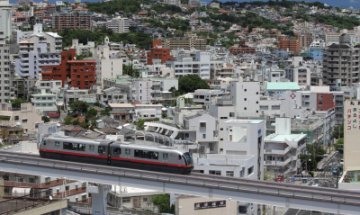 【沖縄】新成人が車で道路を爆走。本人達は気持ちよさそうですねぇ