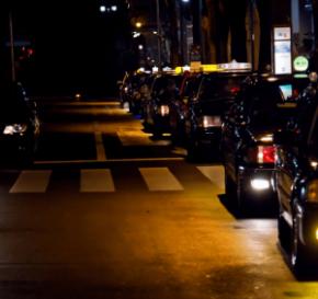 男性客を路上に置き去りにしたタクシー運転手、逮捕!